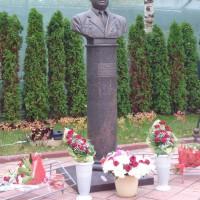 Бюст Ляхова В.С.,  г. Железнодорожный, Московская область.