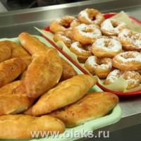 Аппетитные пончики, румяные пирожки ...