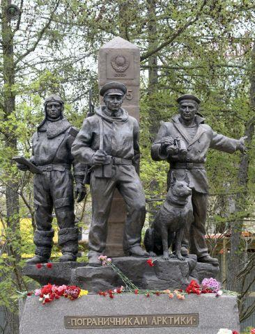 Скульптурная композиция «Пограничники Арктики», г.Мурманск