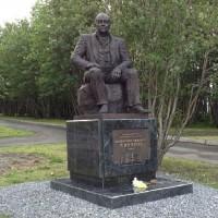 Памятник ВалентинуСаввичуПикулю, г.Мурманск