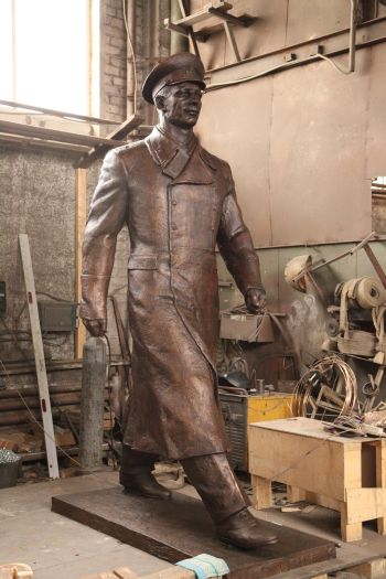 Художественное литье из бронзы. Ю.А.Гагарин. Фигура в полный рост. Автор - Равиль Юсупов.