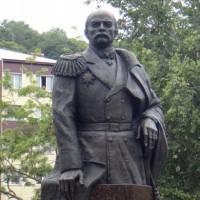 Памятник адмиралу Геннадию Невельскому. Установлен в г.Корсаков (о.Сахалин)