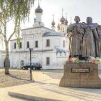 Скульптурная композиция «Семья», установлена в г. Сергиев Посад
