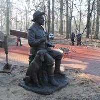 Памятник Михаилу Пришвину в Сергиевом Посаде. Автор композиции - Ю.П.Хмелевской.