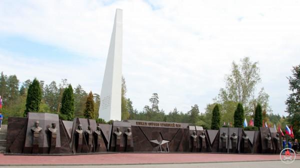«Аллея героев». Брянский мемориальный комплекс «Партизанская поляна»