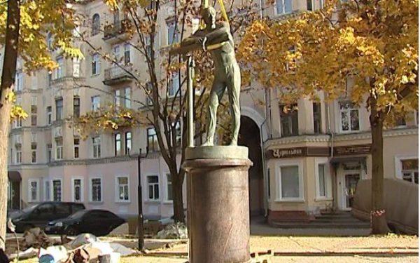 Гимнаст Николай Андрианов